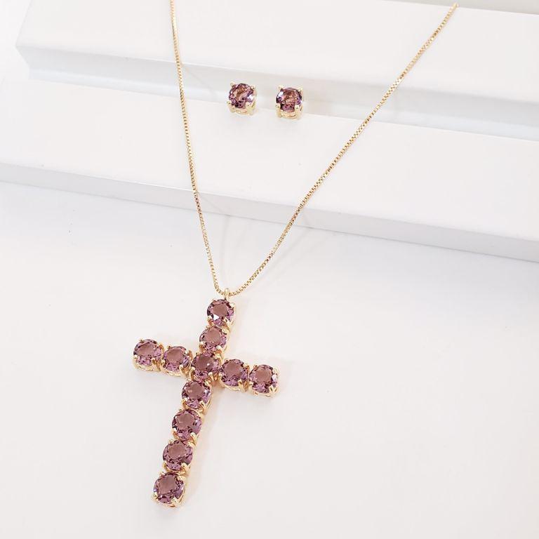 Conjunto Colar Veneziana com Crucifixo Cristal Lilás e Brinco Botão no Banho Ouro 18k Semijoia