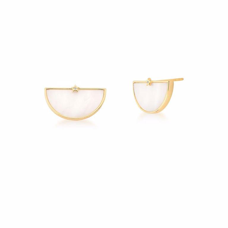 Conjunto Corrente Cartier com Pingente Curvo em Madre Pérola e Brinco Botão no Banho Ouro 18k Semijoia
