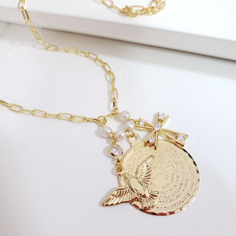 Corrente Cartier com Pingente Divino, Crucifixo e Medalha Pai Nosso Banho Ouro 18k Semijoia