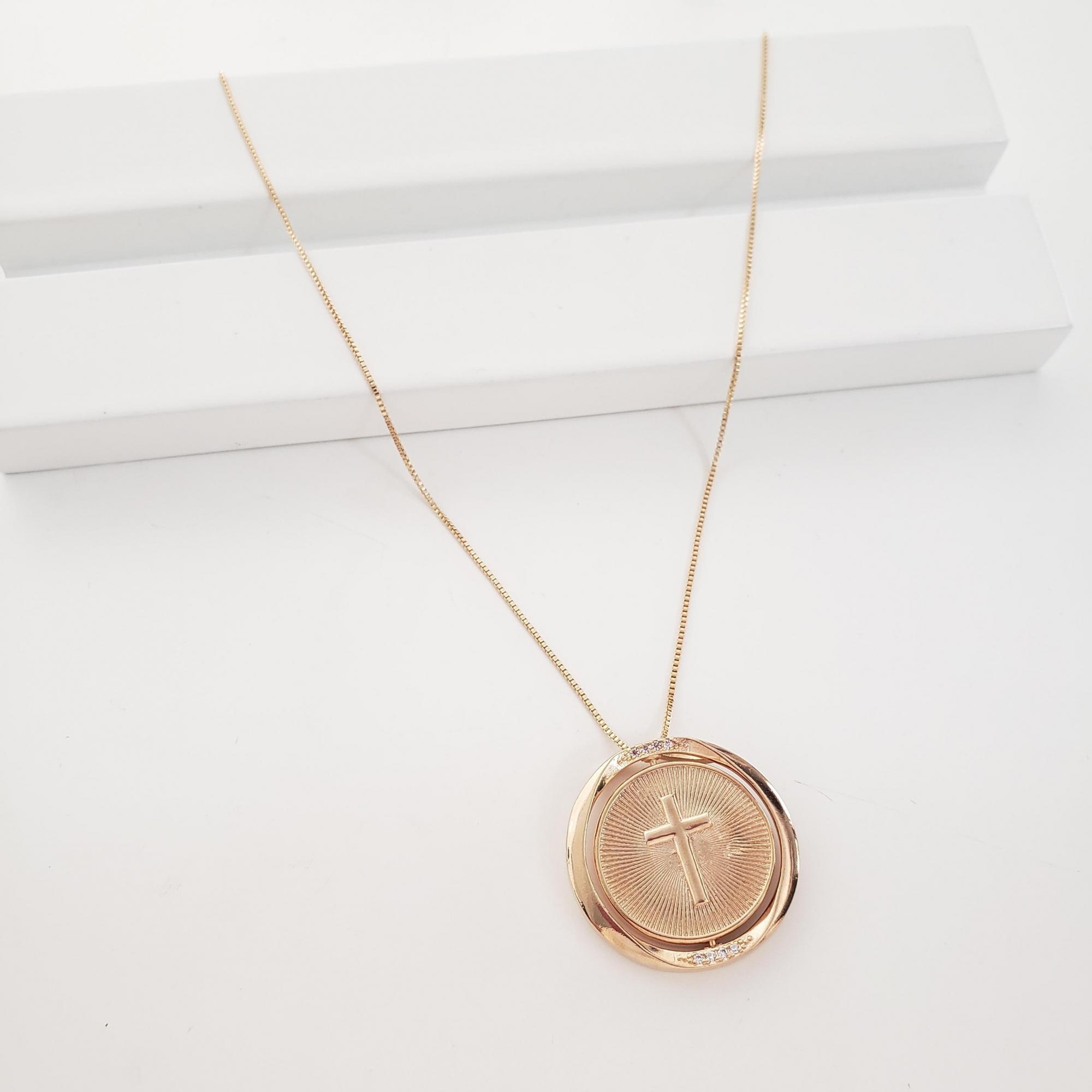 Corrente Veneziana com Medalha Giratório Cruz e Divino no Banho Ouro 18k Semijoia