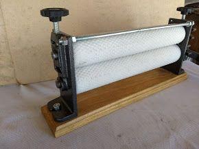 Cilindro alveolador de cera de abelhas manual
