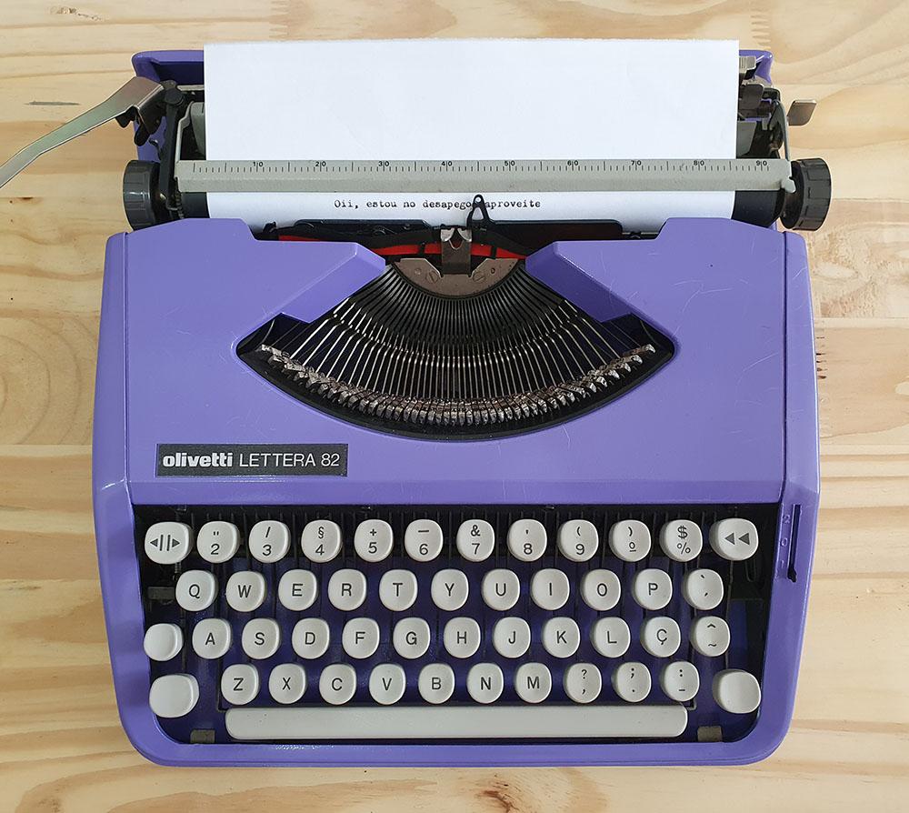 [DESAPEGO - USADO - RARIDADE] Máquina de Escrever Olivetti Lettera 82 Reformada Roxa