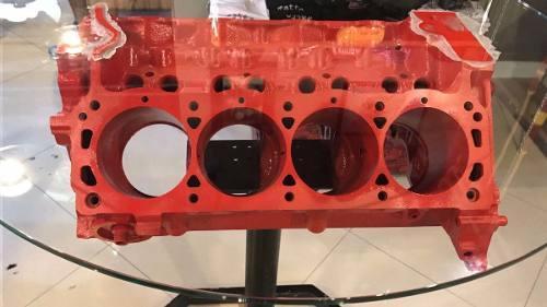 Mesa Com Bloco De Motor V8 Verdadeiro E Tampo De Vidro