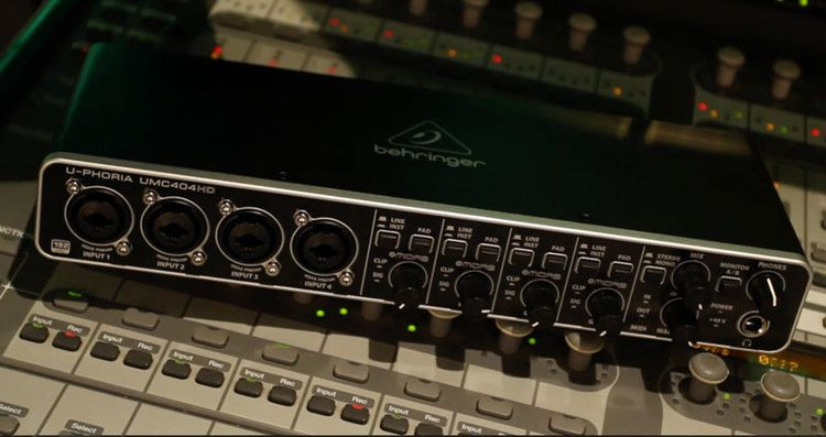 Interface De Áudio Behringer U-phoria Umc 404hd 110V