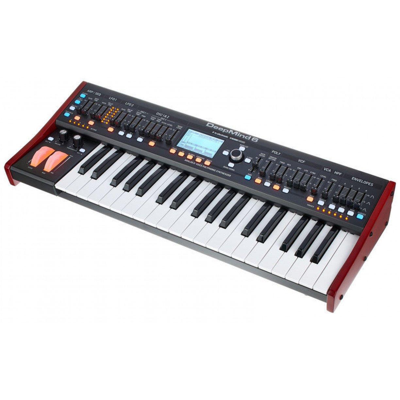 Sintetizador Behringer Deepmind 6 Com 6 vozes e 4 FX Eng