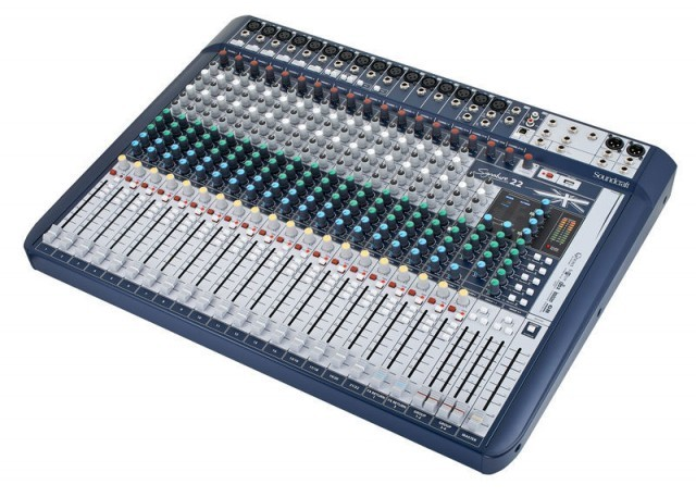 Mesa de Som Soundcraft Signature 22