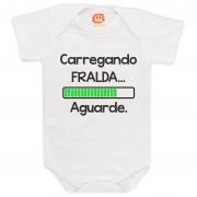 Body de Bebê Carregando a Fralda