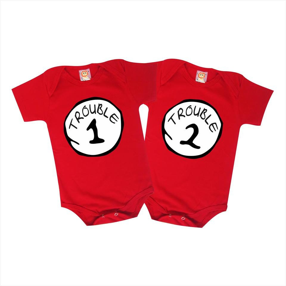 Kit Roupinha de Bebê ou Camiseta Trouble 1 e Trouble 2 Gatola da Cartola Things Coisa Irmãos Gêmeos