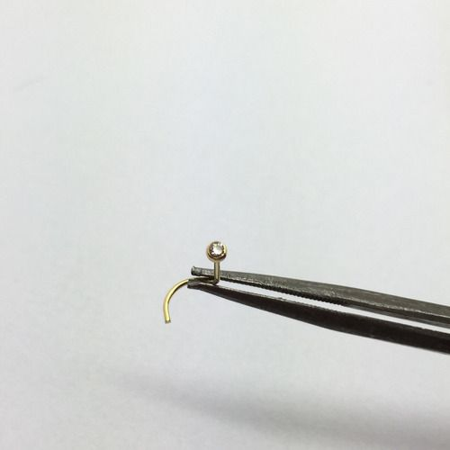 Piercing Nariz Pino Com Pedra Branca Cristal Ouro 18k NO51K013
