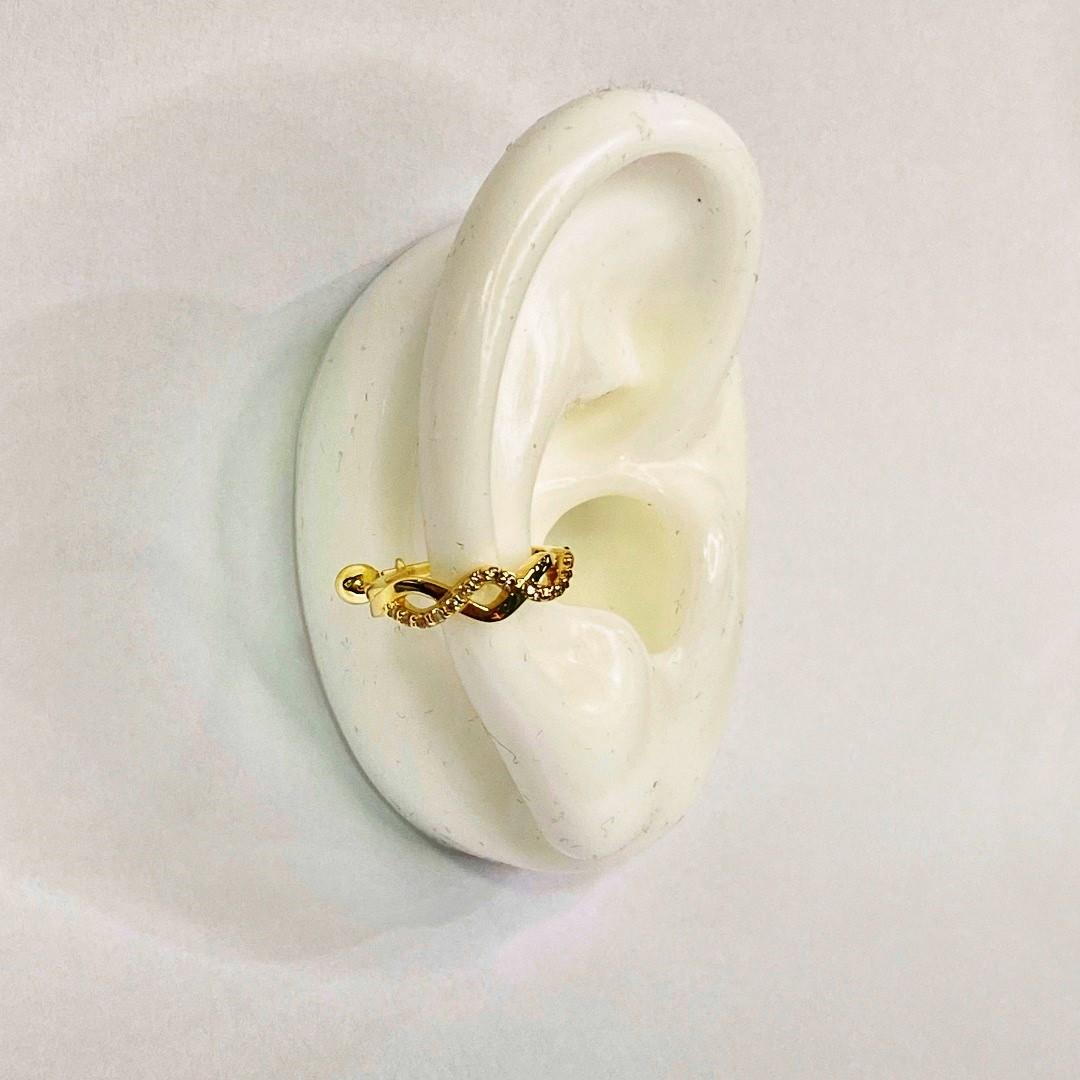 Piercing Conch Orelha Ouro 18k Infinito com Pedras Brancas 11K2