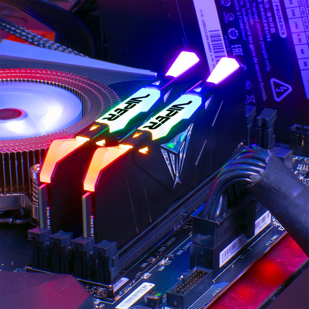 Memória Gamer Patriot Viper RGB, 16GB (Kit 2x 8GB), DDR4, 3000MHz, CL15, Preto, PVR416G300C5K