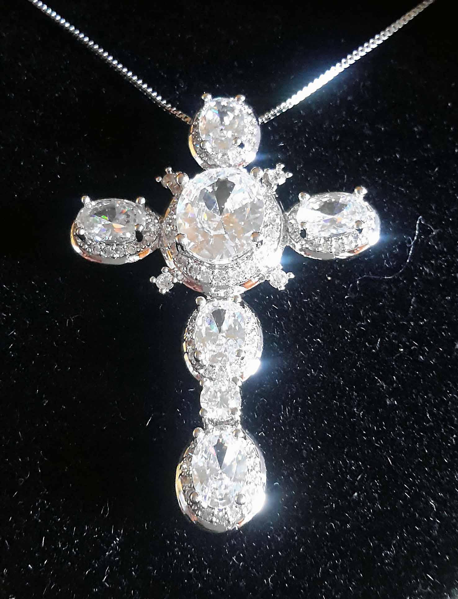Colar Com Crucifixo Microzirconias E Zirconias Colors Prata