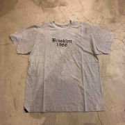 "Camiseta Other Culture ""Brooklyn"" Cinza"