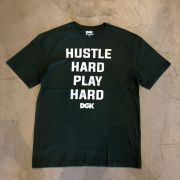 "Camiseta dgk ""Hustle Hard Play Hard"" Verde"