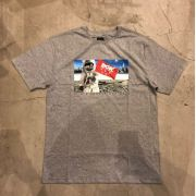 """Camiseta dgk """"Out There"""" Cinza"""