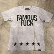 """Camiseta Famous """"Enfin"""" Cinza"""