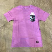 "Camiseta Grizzly ""Nice Trip Pocket"" Roxo"