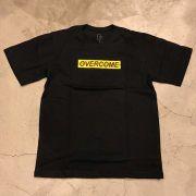 "Camiseta Overcome ""Yellow Logo"" Preta"