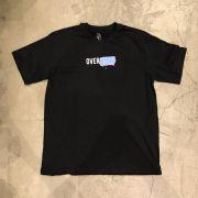 """Camiseta Overcome """"Logo Box Grafitti"""" Preta"""