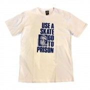 "Camiseta Thrasher ""Use a Skate Go To Prison"" Branca"
