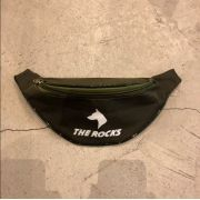"POCHETE THE ROCKS ""LOGO"" VERDE"