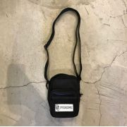"Shoulder Bag Overcome ""Patch Script"" Preta"