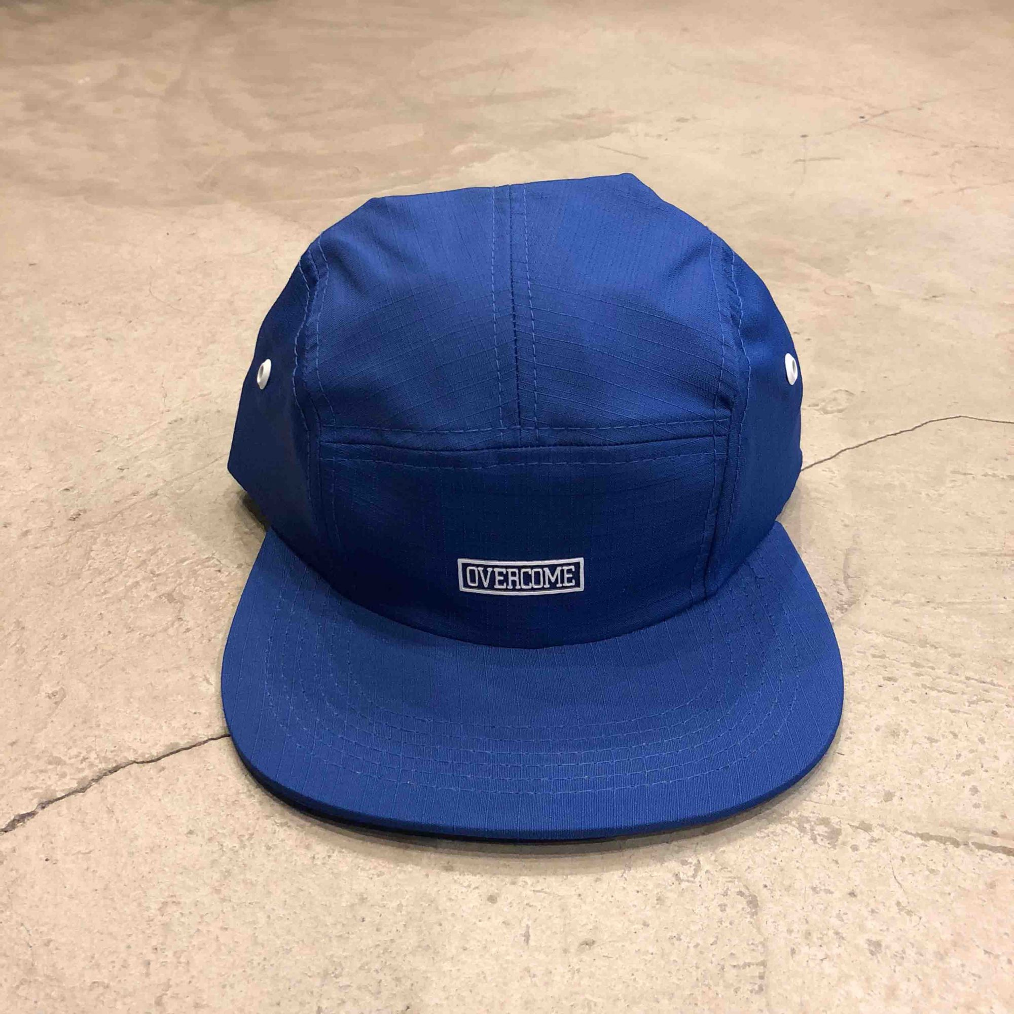 "5 Panel Overcome ""Script"" Azul"