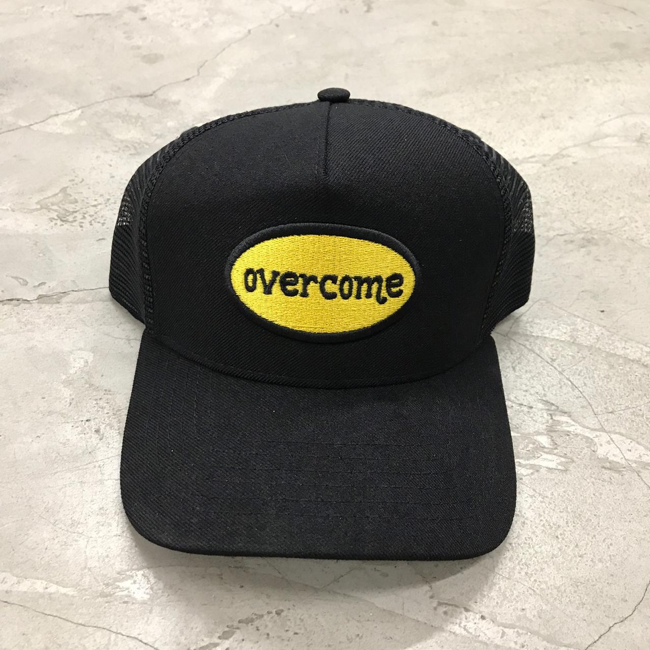 Boné Trucker Overcome