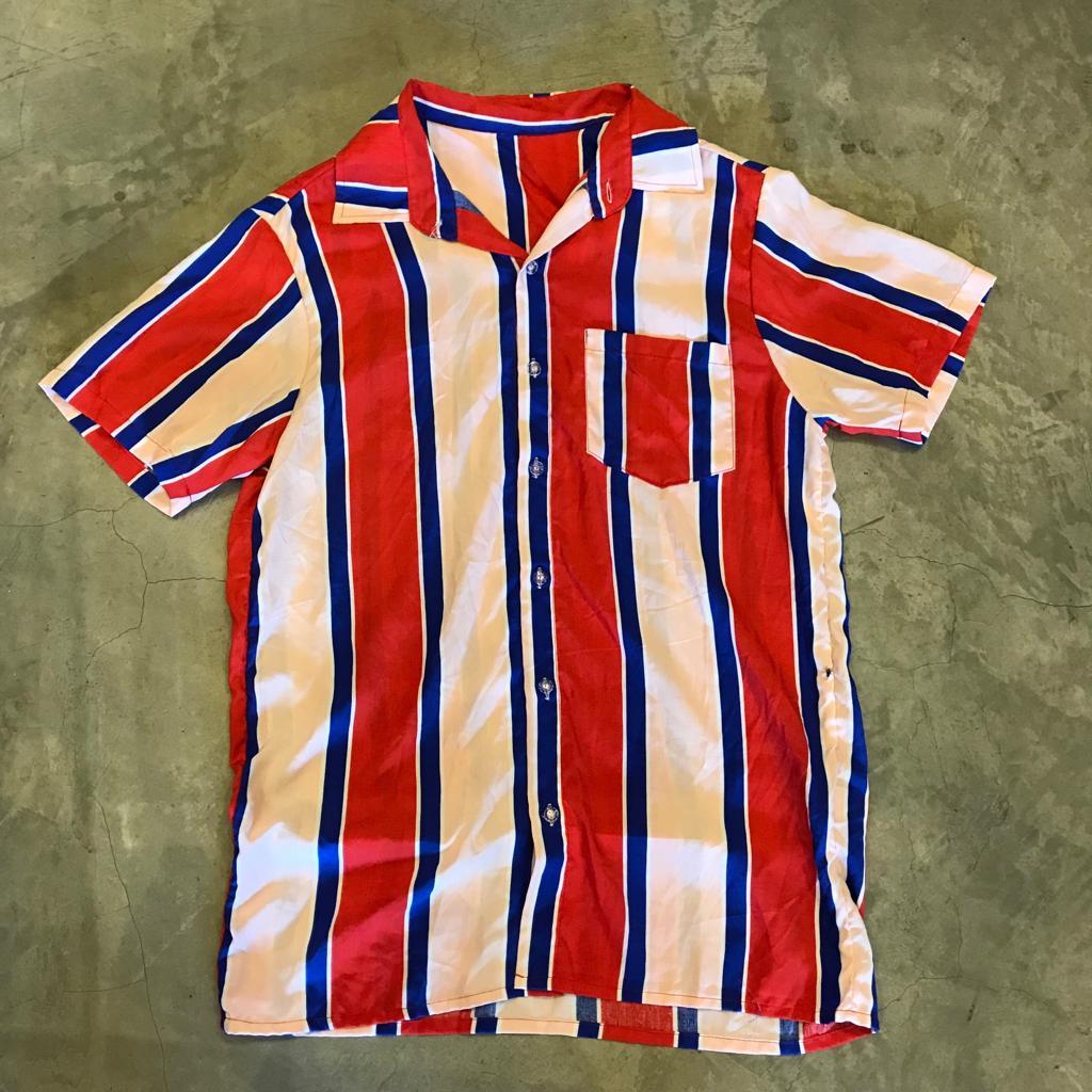"""Camisa Overcome """"Charlie Sheen"""" Vermelha/Azul"""
