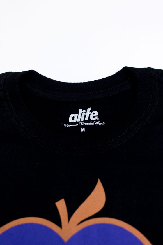 "CAMISETA ALIFE ""NEW YORK APPLE"" PRETA"
