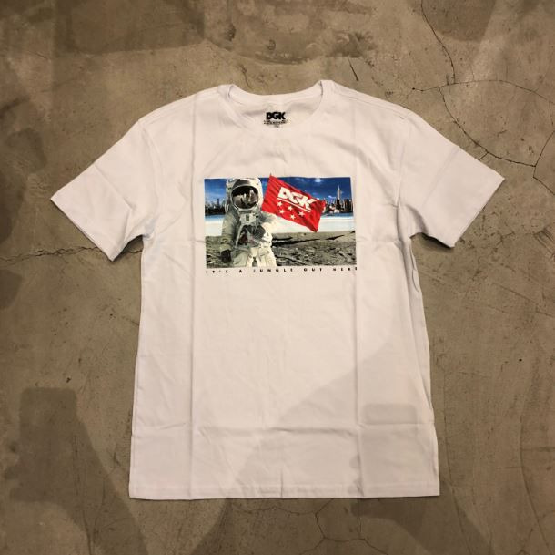 """Camiseta dgk """"Out There"""" Branca"""