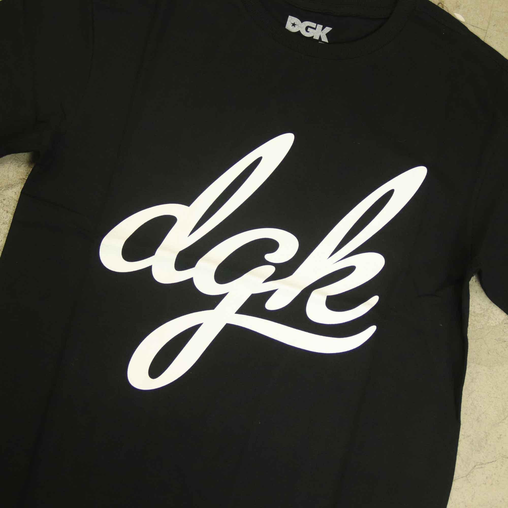 """Camiseta DGK """"Script"""" Preta"""