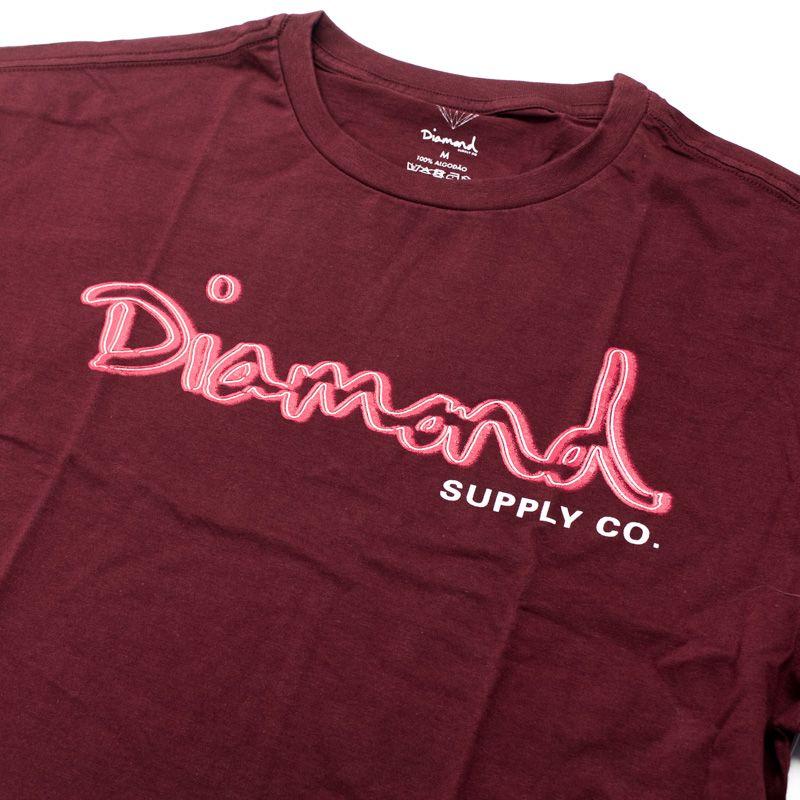 """Camiseta Diamond """"Neon OG Script"""" Bordô"""
