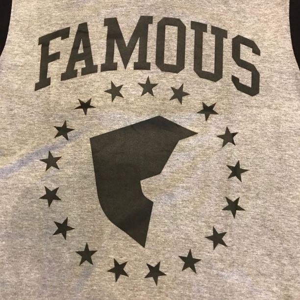 "Camiseta Famous ""Sport"" Cinza"