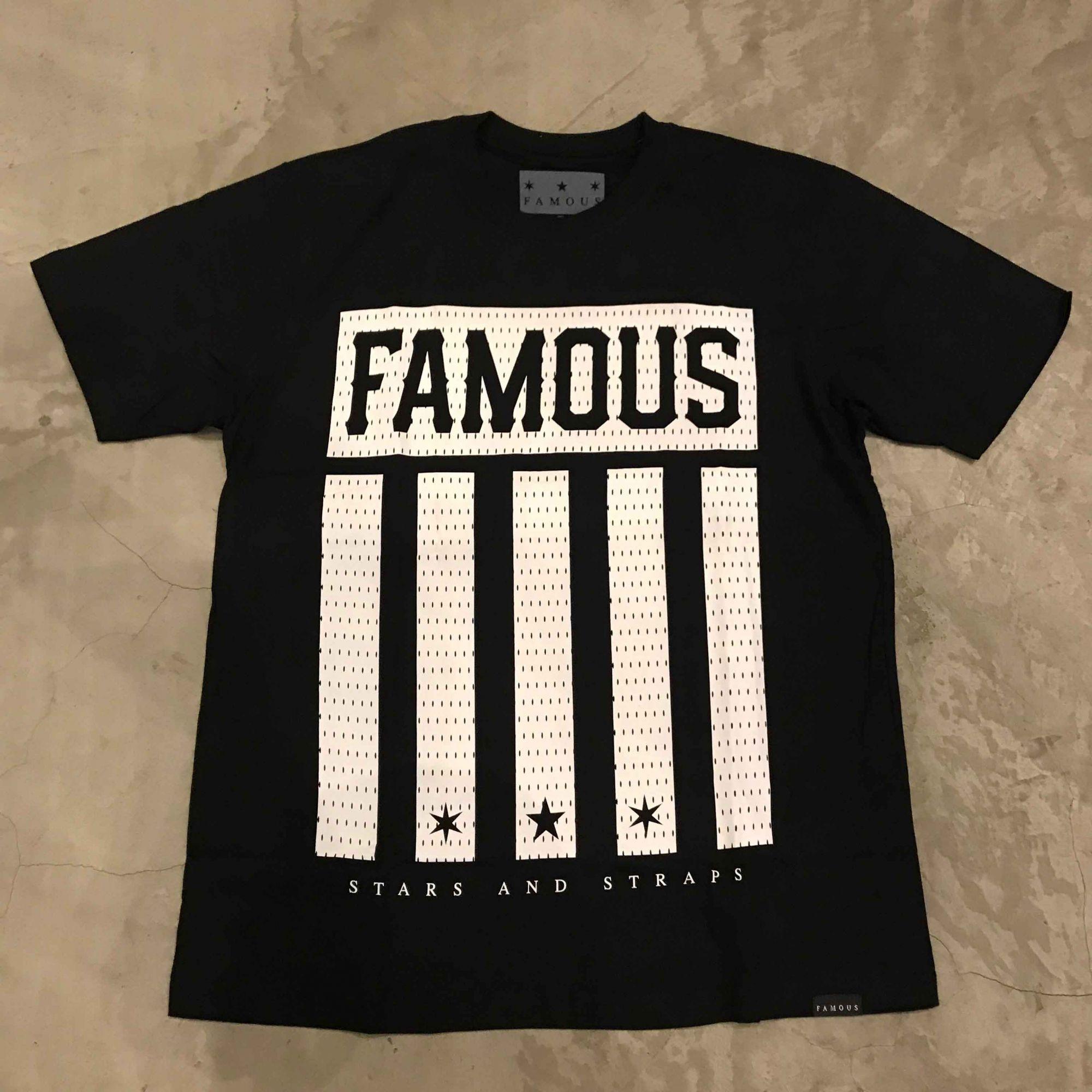 "Camiseta Famous ""Striper"" Preta"