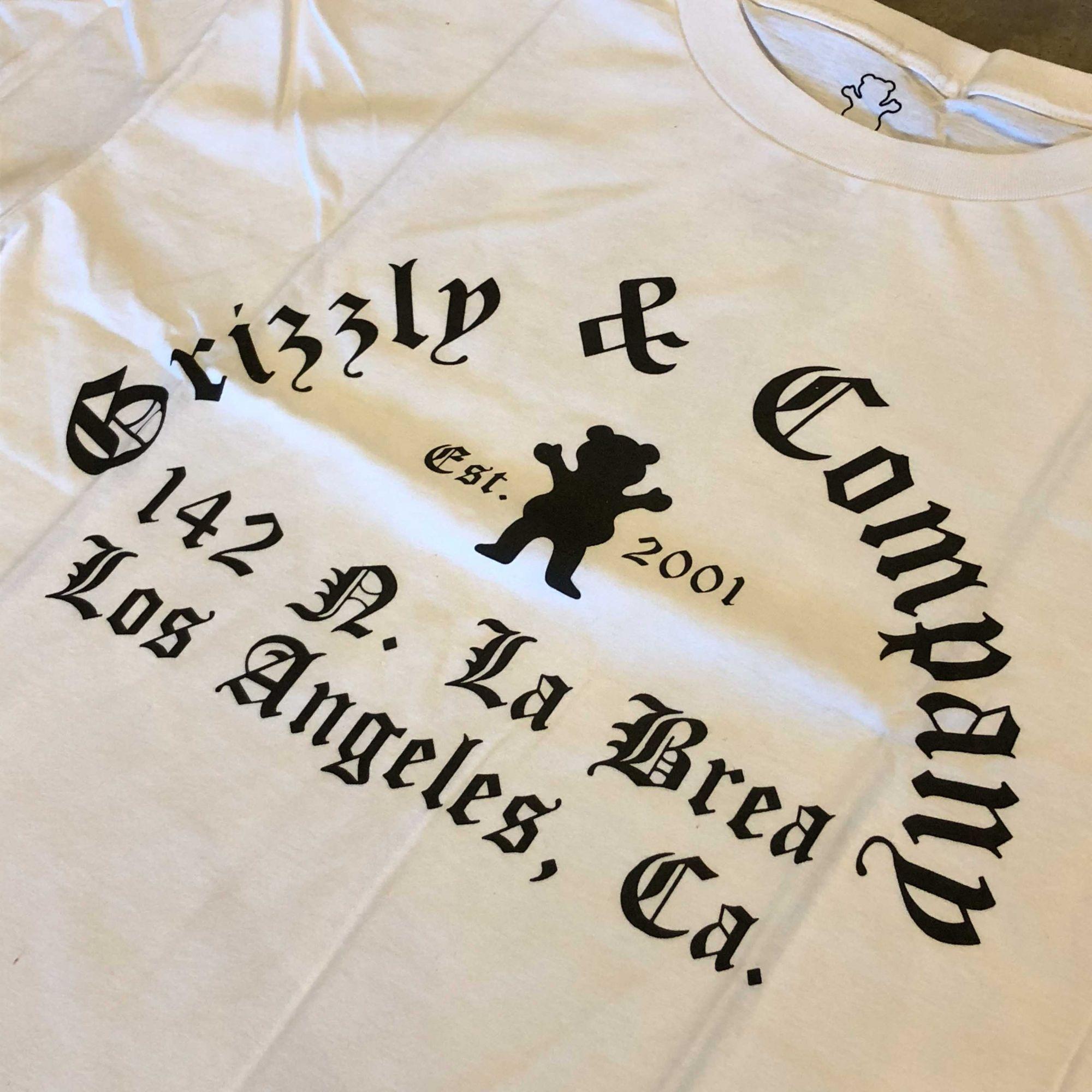"""Camiseta Grizzly """"Avenue"""" Branca"""