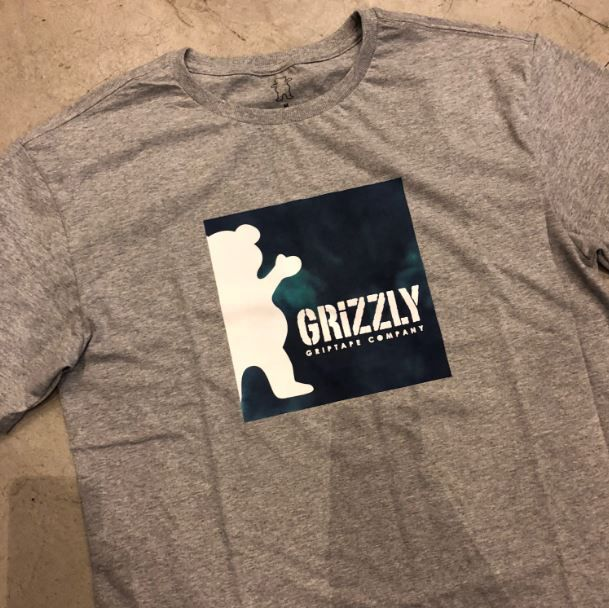 "Camiseta Grizzly ""Deep Water"" Cinza"
