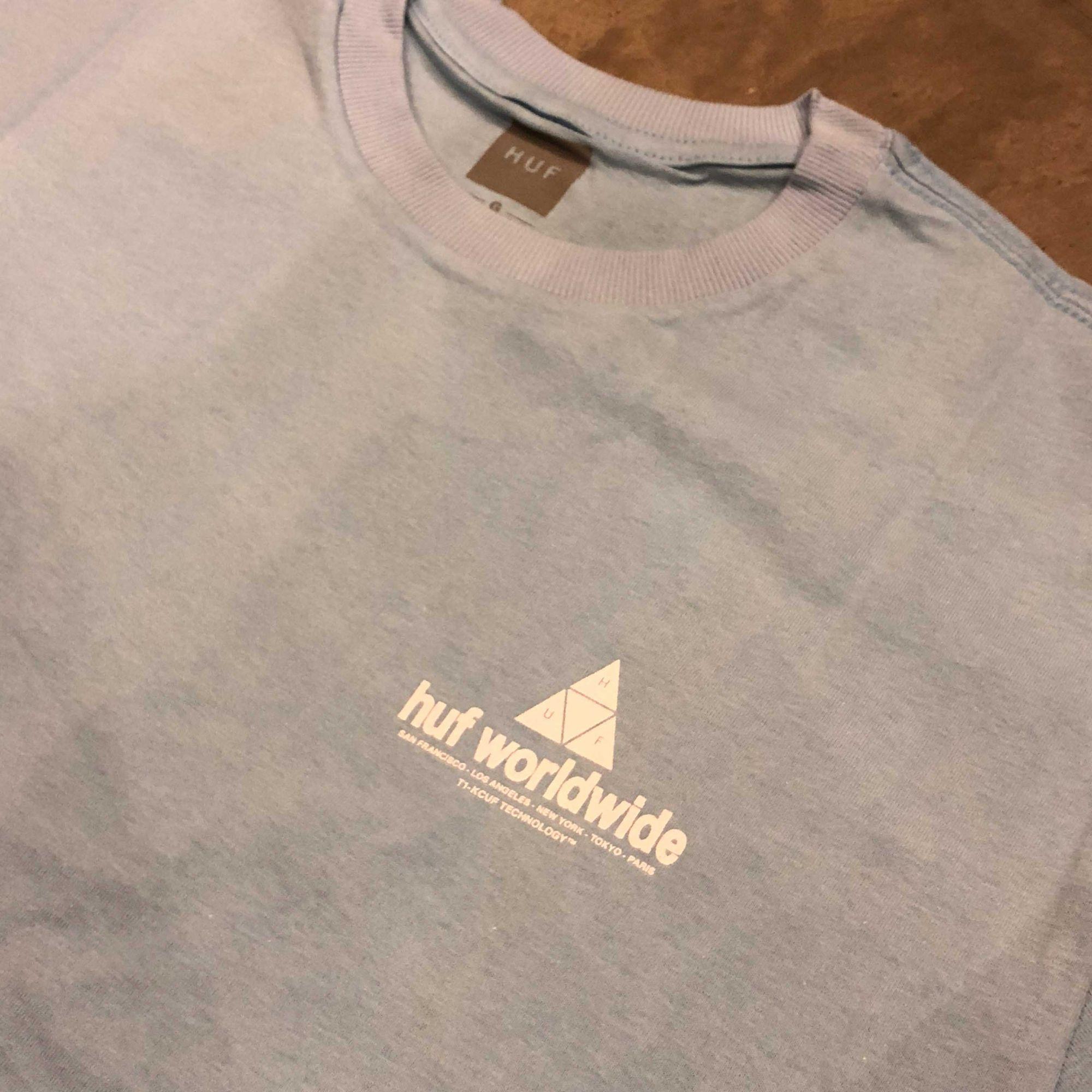 "Camiseta HUF ""PEAK"" Azul"