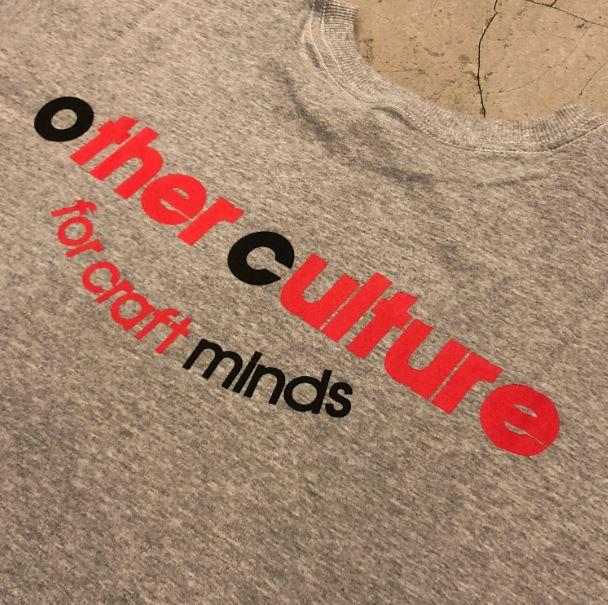 "Camiseta Other Culture ""Chocolate"" Cinza"