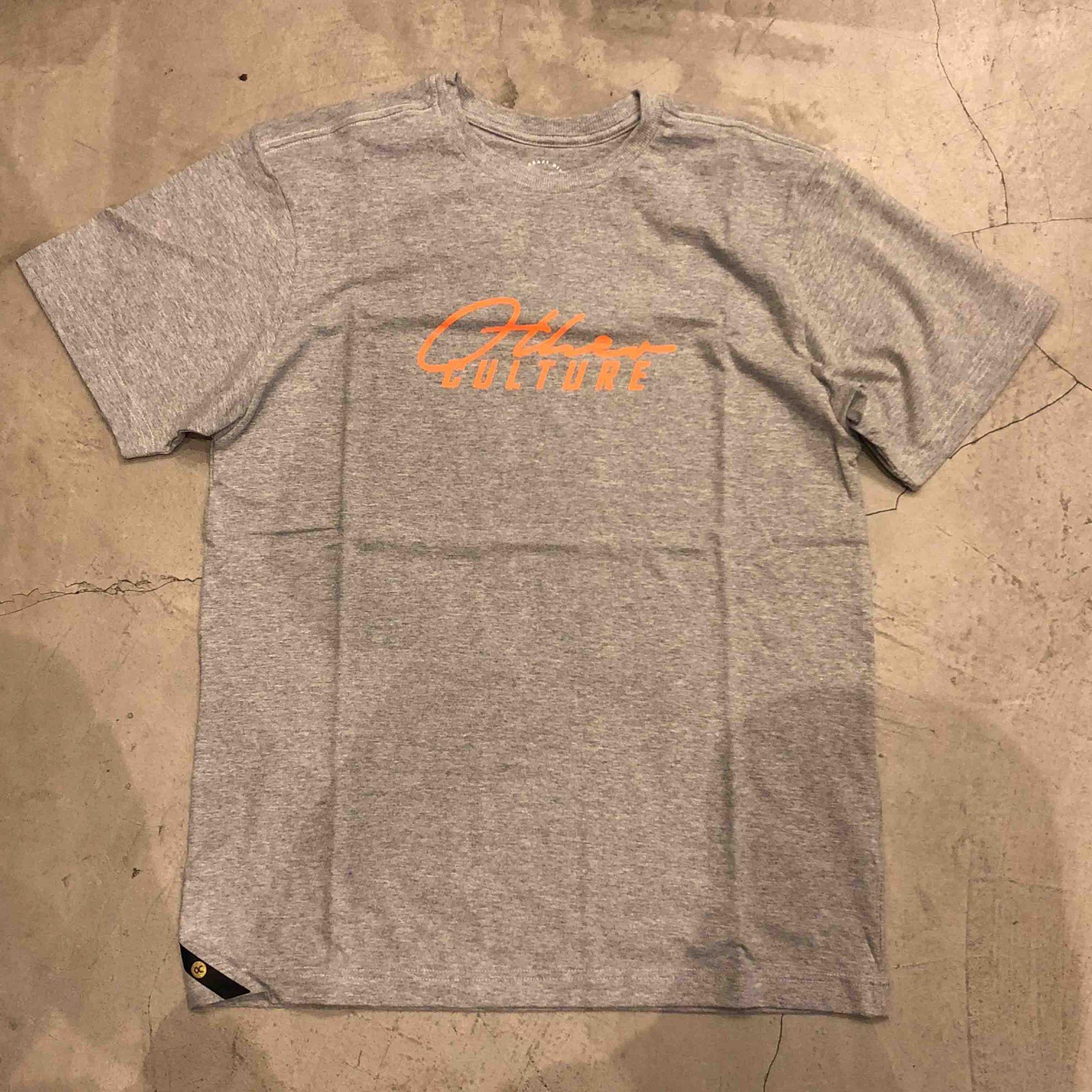 "Camiseta Other Culture "" Classic Logo "" Cinza"