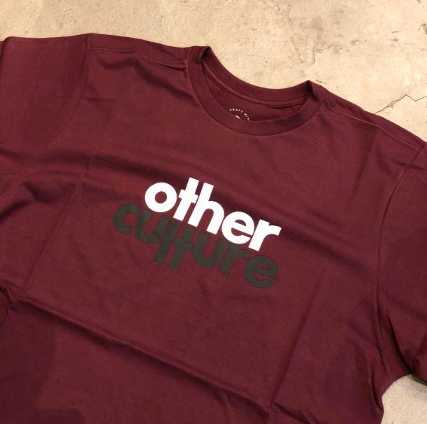 "Camiseta Other Culture "" Script "" Bordô"
