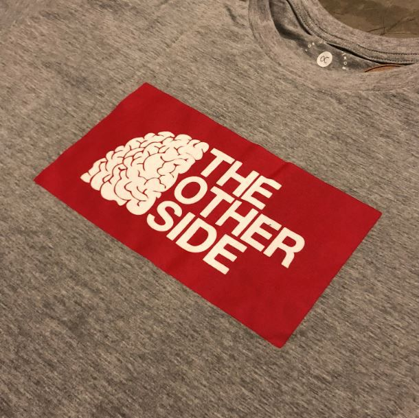 """Camiseta Other Culture """"The Other Side"""" Cinza"""