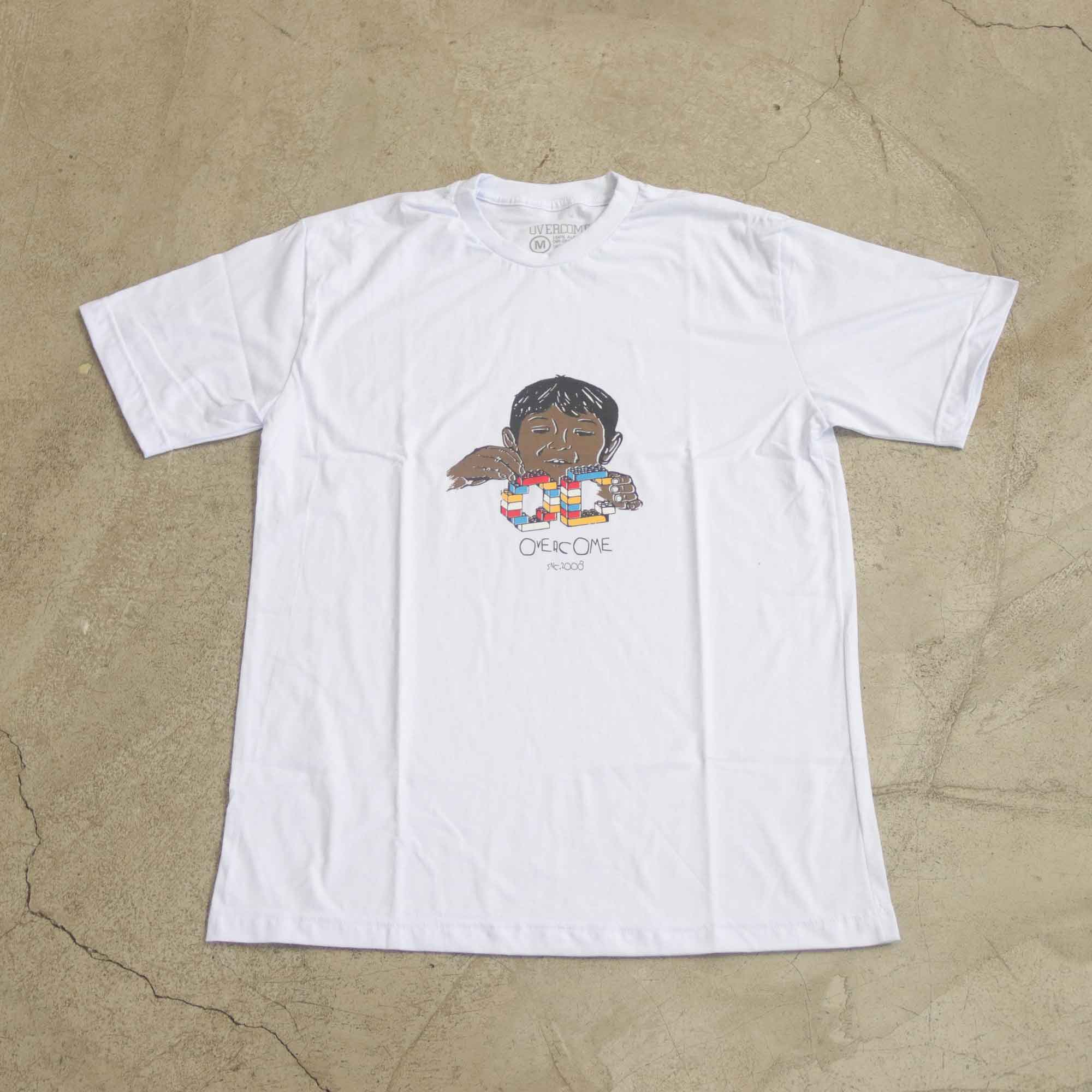 """Camiseta Overcome  """"Child's Play"""" Branca"""