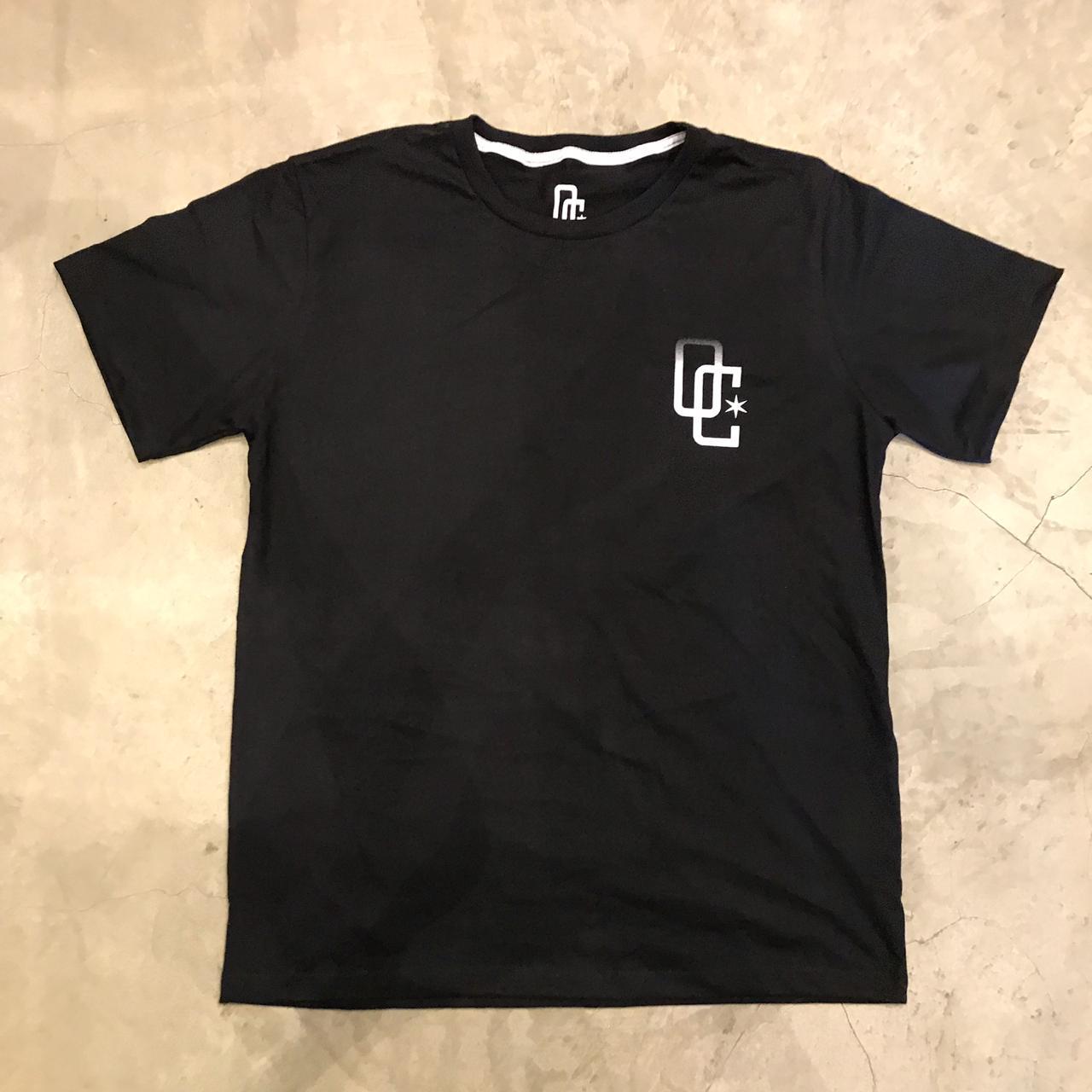"""Camiseta Overcome Co """"Colors"""" Preta"""