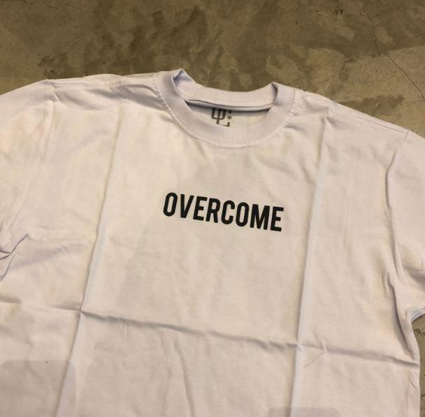 """Camiseta Overcome Co """"Logobox"""" Branca"""