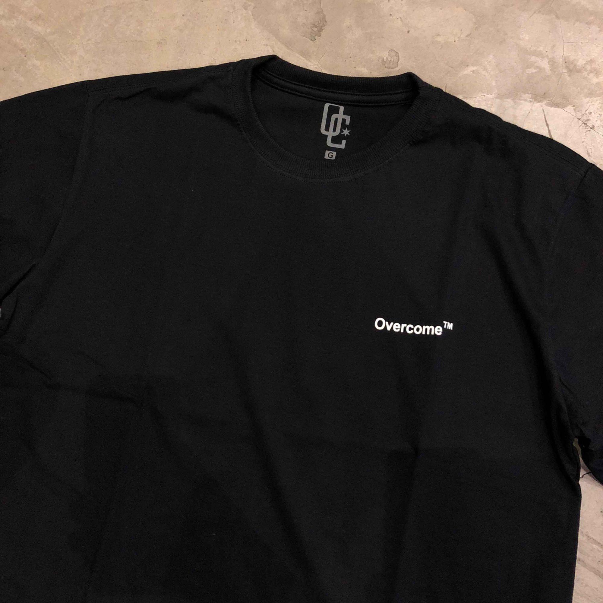 826877aaf Camiseta Overcome Co