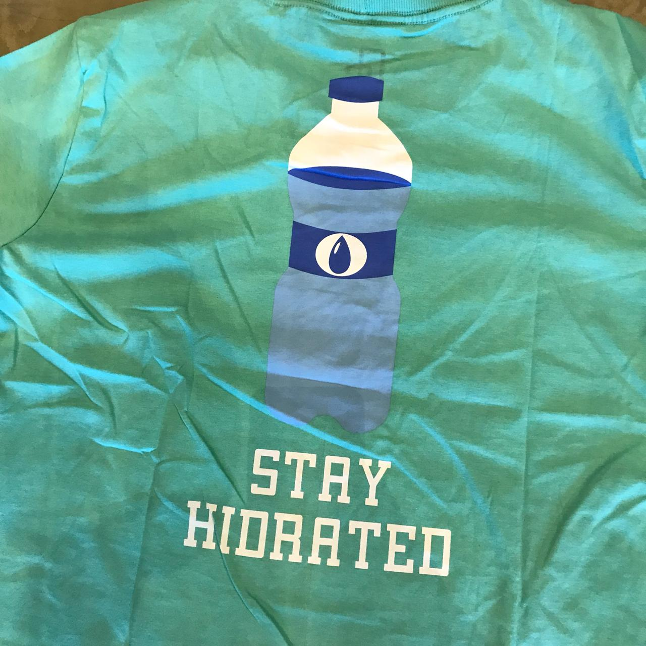 "Camiseta Overcome ""Stay Hidrated"" Tiffany"