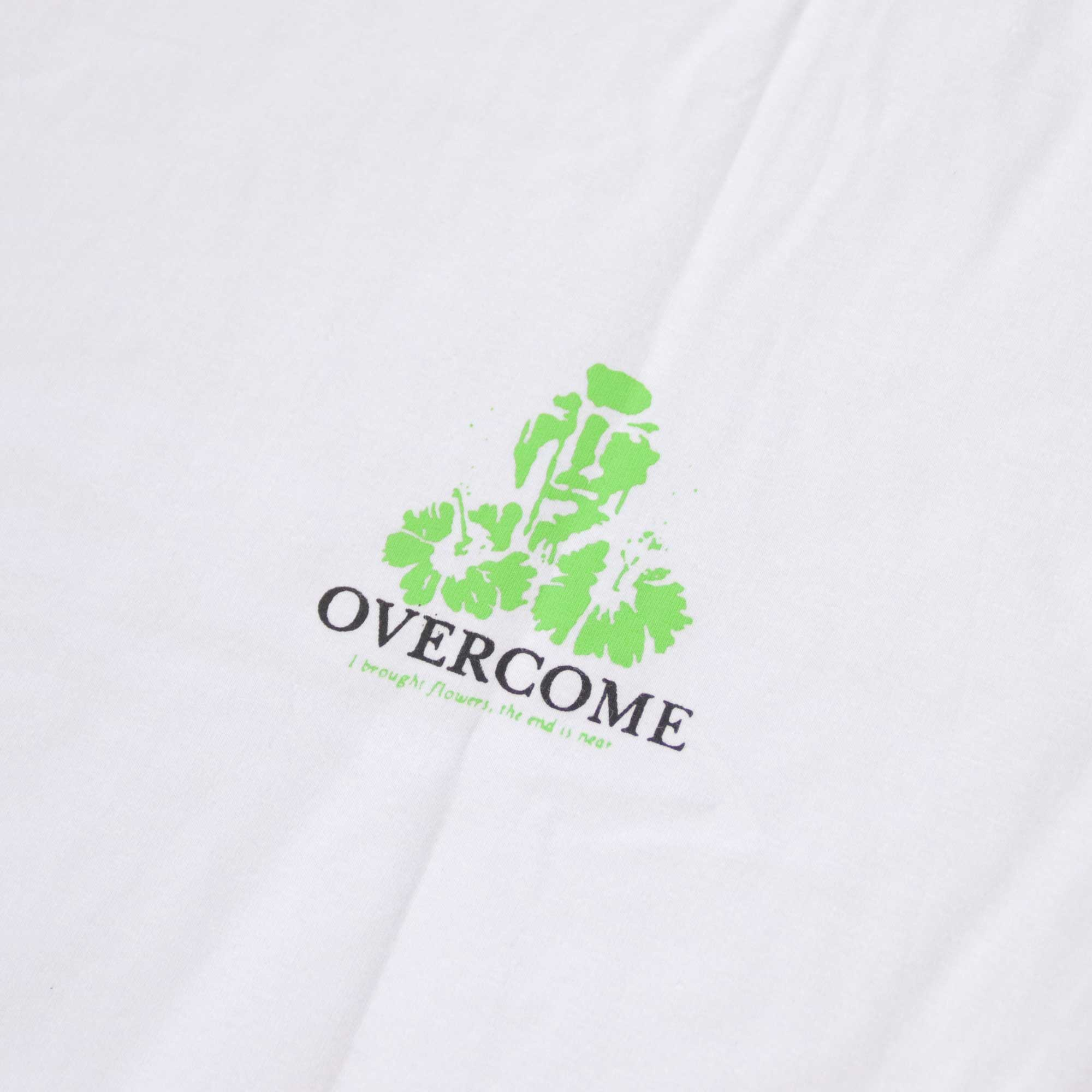 "Camiseta Overcome ""I Brouth Flowers, The End Is Near"" Branca"