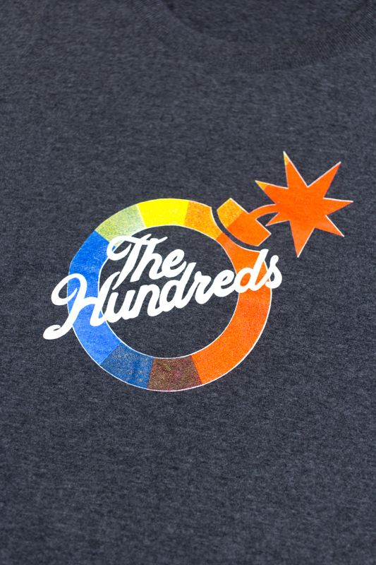 "CAMISETA THE HUNDREDS ""UNITED BY COLOR"" CINZA ESCURO"