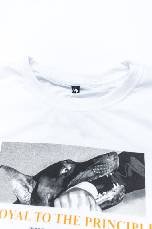 "Camiseta The Rocks ""Biting Man"" Branca"